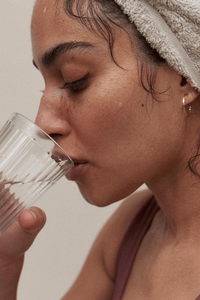 KÄLLA FOR LIFE model drinking water.